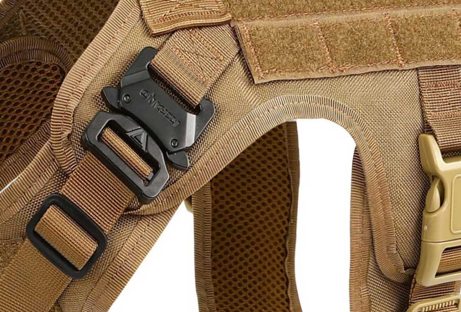 Icefang tactical vest buckles metal and heavy plastic